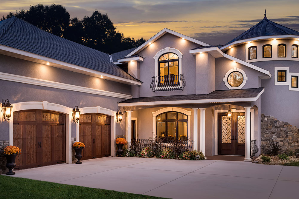 Canyon Ridge® Carriage House (5-Layer) garage doors