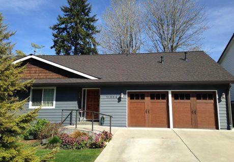 Canyon Ridge® Carriage House (4-Layer) garage doors